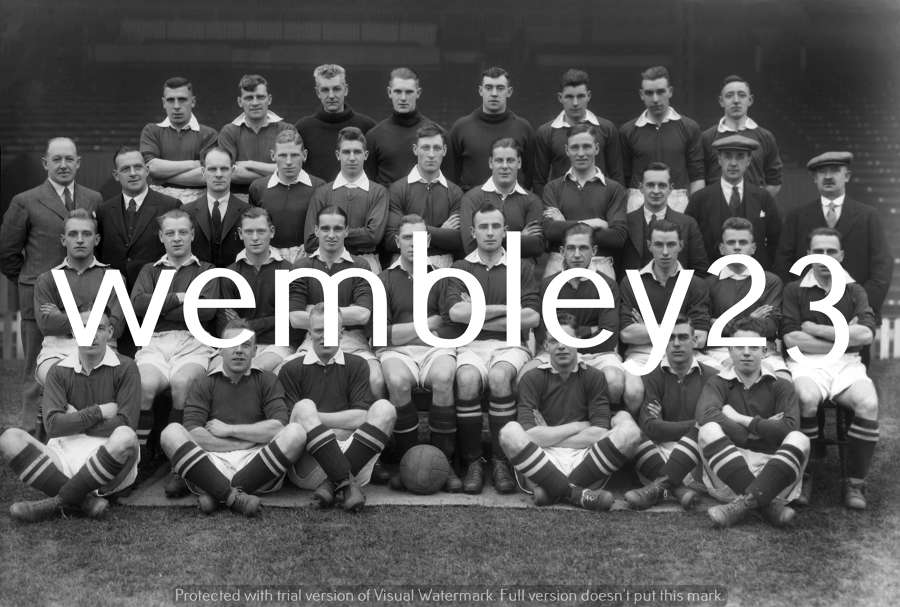 Albert Wilkes Manchester United 1932-33 team