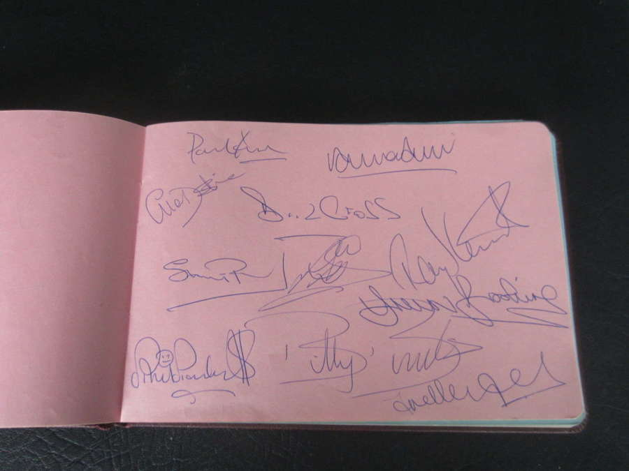 West Ham Autograph Page 1980 FA Cup Winning Team signed by team